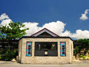 【琉球の風(リゾート内)】お食事、お土産、無料ライブなどが楽しめる複合レジャー施設。
