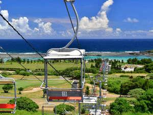 【ザ シギラリフト「オーシャンスカイ」】沖縄初のペアリフトで、絶景空中散歩をお愉しみください。