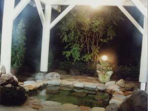 ペンション シャローム:夜の露天風呂