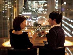 新宿ワシントンホテル(本館) :【本館25F マンハッタンテーブル】カップルシートで夜景を眺めながらお食事を♪