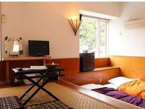ペンション マリンシャワー:アジアンテイストな癒しのお部屋一段下がった面白い造り