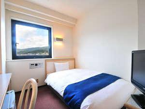 ファーストイン早岐:≪デュベスタイル≫にリニューアルしたベッドで、清潔かつ快適なお部屋に。(写真はシングルの一例)