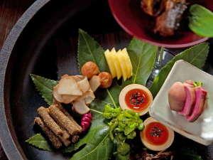 おやど 二本の葦束:【馳走庵 -Dining Place Chisouan-】旬菜をふんだんに使った二本の葦束のお料理