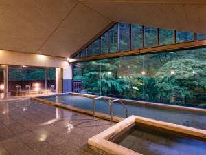 花巻温泉佳松園 肌にしみこむ化粧水のような「とろとろの湯」:景色豊かな大浴場