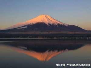 河口湖と紅富士