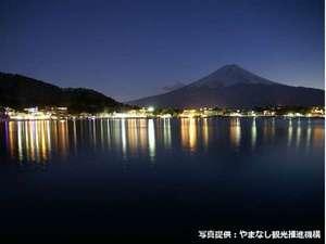 河口湖湖畔からの夜景
