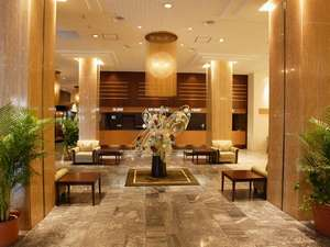 ホテルニューガイアオームタガーデン:落ち着いた空間のロビー