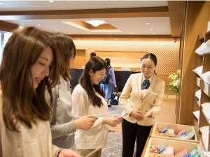 日和(ひより)ホテル舞浜(2017年7月1日グランドオープン):お部屋のアメニティとは別にロビーでお好きなアイテムを2点お選びいただけます。