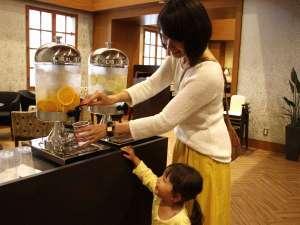 日和(ひより)ホテル舞浜(2017年7月1日グランドオープン):ロビーではフルーツウォーターをご提供。ご到着後、お出かけ前にちょっと一息。。