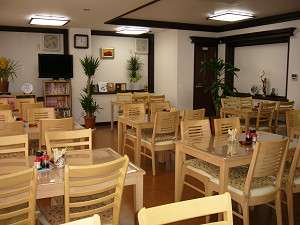 ビジネスホテル みづほ:漫画本も置いてあるアットホームな雰囲気の喫茶ルーム♪
