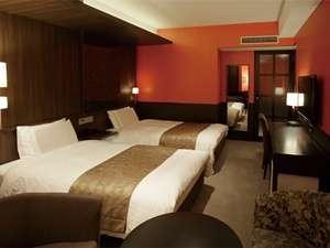 日比谷シティホテル:ツインB エキストラベッドが常設されてベッドは3つです♪お風呂は広々ユニットバス♪