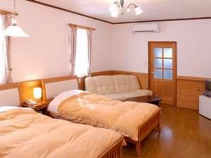 ゲストハウス てぃんくる:お部屋の広さは約16㎡ 10畳ほどの広さです