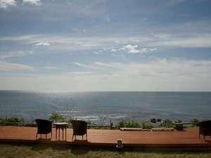 心のリゾート海の別邸ふる川:ウットデッキから眺める海に癒されて