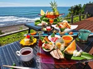 心のリゾート海の別邸ふる川:【リゾートビュッフェ】天気の良い朝はテラスで朝食をお召し上がり下さい