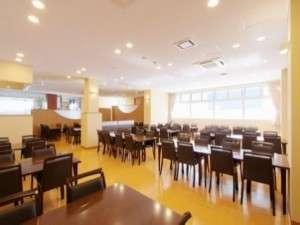 稚内温泉 ホテル喜登:開放感のあるお食事処