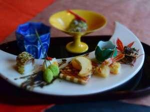 """箱根湯本温泉 月の宿 紗ら <共立リゾート>:和食会席の見た目も美しい前菜。ここでも""""月""""がモチーフに♪"""