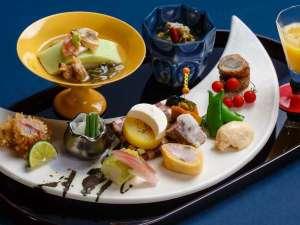 """箱根湯本温泉 月の宿 紗ら:和食会席の見た目も美しい前菜。ここでも""""月""""がモチーフに♪"""
