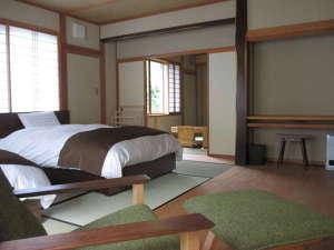 泉水館:和室ベッドルーム+8畳和室(わかくさ)
