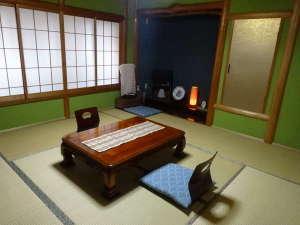 藤田旅館:◇8畳の和室◇冬はこたつにあたり、ごゆっくりおくつろぎください