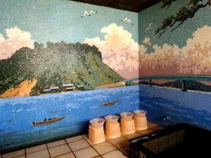 藤田旅館:日本一の広さを誇る「湖山池」をモチーフにしたタイル壁のお風呂。貸切で、24時間お入りいただけます。