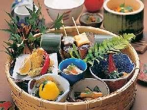 木立の中の宿 清流荘:彩り鮮やかな、創作料理を堪能しよう!