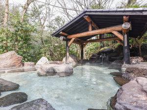 木立ちの中の宿 清流荘:*【露天風呂(蛍の湯)】親子で2年かけて作った自慢の露天風呂。心地よい温度でつい長風呂してしまいます