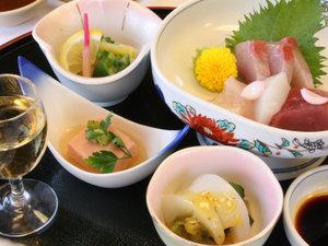 木立ちの中の宿 清流荘:【夕食一例(スタンダード料理)】メインは季節によって内容が変わる、お肉とお魚料理二大コラボです♪