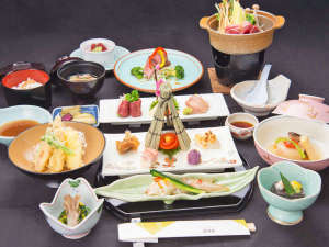 田沢温泉 富士屋:*【お夕食一例】旬の信州の食彩を盛り込んだ彩り豊かな和食をご提供いたします。