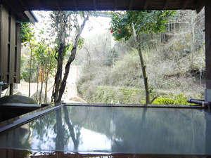 旅館 山林閣:自然との調和された貸切風呂。