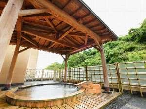 鎌先温泉 すゞきや旅館(すずきや):新緑、紅葉、雪景色と季節によって表情を変える露天風呂。夜には星が見えることも♪