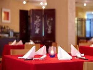 ホテルゆがふいんおきなわ:レストラン「ティーダダイニング 心彩身」ディナースタイル