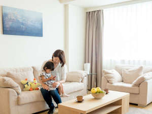 フレイザーレジデンス南海大阪:小さなお子様もご一緒にゆったりとご滞在。2ベッドルームリビング