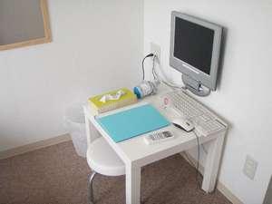 アイランド@Ishigaki:全室にPCと光回線高速LANジャックあり。