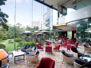 ホテルニュータガワKOKURA:【本館1階】喫茶『ラウンジアゼリア』