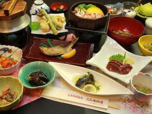 旅館 内田屋:旬の素材を使ったここでしか味わうことのできないお料理でおもてなしいたします。