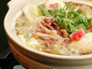 旅館 内田屋:鴨鍋は出汁の旨みがポイント♪ネギや白菜など野菜に旨みが染み込み・・・