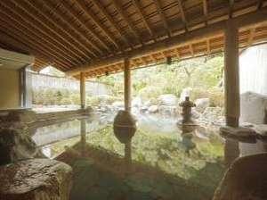 三朝温泉 三朝のお宿 斉木別館:湯けむりに包まれて…日本庭園を眺めながら心も身体も癒されて下さい