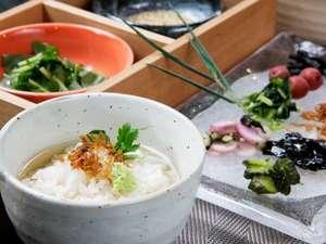 三井ガーデンホテル京都三条:『朝食』京都自慢のだしの醍醐味を味わっていただける「だし茶漬け」を用意しています。