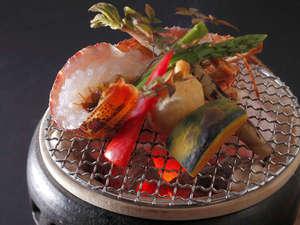 有形文化財の湯宿 旅館大橋:◆【伊勢海老の炙り】伊勢海老と地物野菜を大胆に炭火焼に。