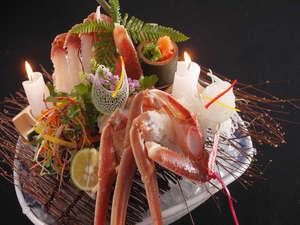 有形文化財の湯宿 旅館大橋:◆山陰の冬の味覚「松葉蟹」のお刺身。甘味があり絶品!