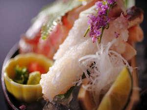 有形文化財の湯宿 旅館大橋:◆日本海で獲れた新鮮な「活松葉蟹」のお造り♪