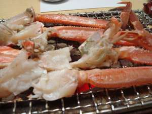 かに・荒磯料理 志麻:石川県輪島のケイソウ土の七輪と和歌山県の備長炭で焼く加能ガニ