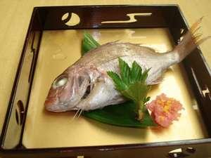 かに・荒磯料理 志麻:【加賀料理】鯛に卯の花を詰め込んだ、「鯛の唐蒸し」