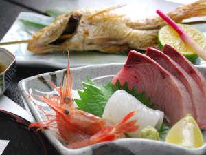 かに・荒磯料理 志麻:*お造り(一例)毎日仕入れるお魚だから鮮度抜群で美味しさ倍増。