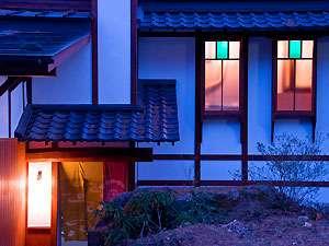 安曇野 割烹旅館 みさと:夕暮れの外観
