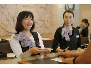 スプリングサニーホテル名古屋常滑:【チェックイン】フロントスタッフが笑顔でお出迎え致します!