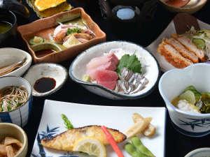 桜島シーサイドホテル:★*お夕食一例/地元薩摩の幸を丹念に吟味した郷土料理。板前の技と真心込めたおもてなし料理をご賞味下さい