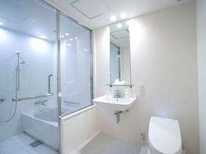 HOTEL BESTLAND(ホテルベストランド):【バスルーム】ダブル、ツインのお部屋は、全て浴室とパウダールームがセパレート。人気の大きな浴槽です。