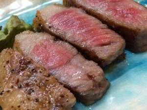 湯らゆら温泉郷 民宿 海月楼:肉厚たっぷりの、国産和牛ステーキはボリューム満点の180gにて/例