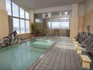 野沢温泉 朝日屋旅館:*広々としたお風呂でのんびり…かけ流しのお湯を満喫♪